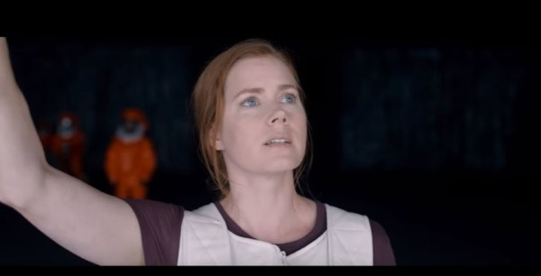 amy-adams-arrival-16aug16-01