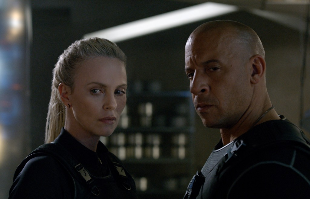 charlize-theron-the-fate-of-the-furious-2017-poster-and-stills-2