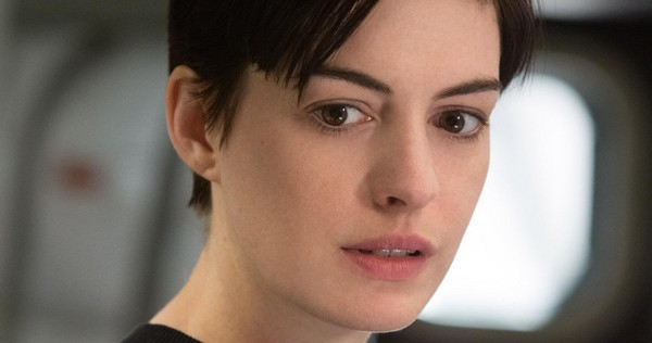 Interstellar-Movie-Clip-Anne-Hathaway-Amelia-Brand